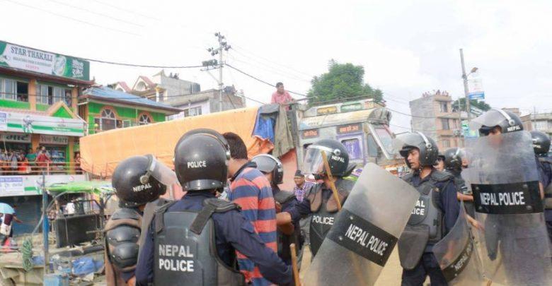 Photo of महेन्द्रनगर आन्दोलन उग्र बन्दै, प्रहरीले गोली चलायो
