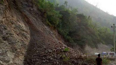 Photo of पहिरोले गर्दा नारायणगढ–मुग्लिन सडक अवरुद्ध