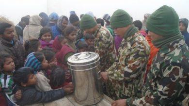 Photo of असह्य जाडोमा न्यानो बाँड्दै नेपाली सेना