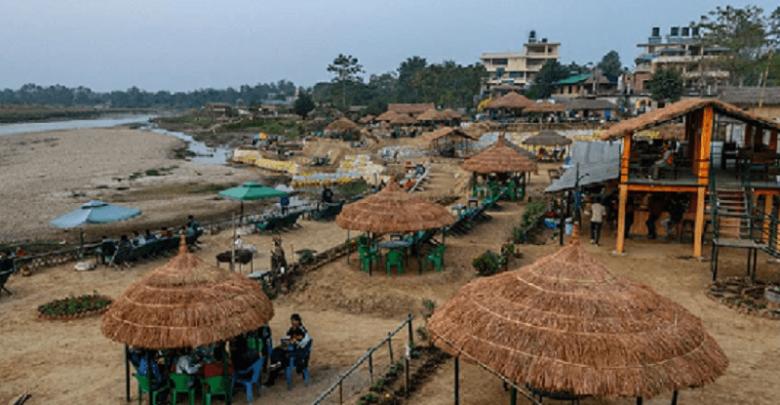 Photo of सौराहामा एक्कासि बढ्याे पर्यटककाे चहलपहल