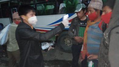 Photo of युवा बिद्यार्थी नेता तथा गाउँपालिकाको पहलमा सुर्खेतका १५० जनाको काठमाडौँबाट उद्धार