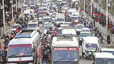 Photo of सार्वजनिक यातायातः यात्रु कम, भाडा बढी