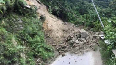 Photo of पहिरो जाँदा  मध्यपहाडी लोकमार्ग सडक अवरुद्ध