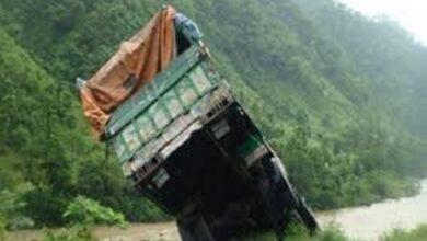 Photo of सेती भिरमा ट्रक खस्यो,तीन जना घटनास्थलमै मृत्यु