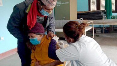 Photo of देवघाटमा ९८ वर्षीया बृद्धालाई कोभिड खोप लगाईँदै