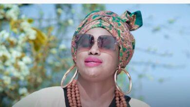 Photo of यी अफ्रिकी गायिकाले गाइन नेपाली चर्चित गीत 'फूलबुट्टे सारी' (भिडियो)