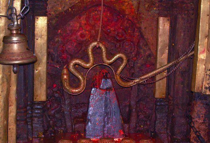 Photo of दोलखाको प्रसिद्ध भीमेश्वर मन्दिरको शिलामा आयो पसिना