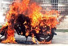Photo of रोकिराखेको मोटरसाइकल जलाउने दुई जना पक्राउ